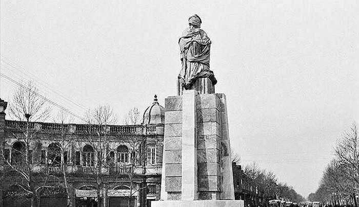 مجسمه ملک المتکلمین 25 سال پیش گم شده است
