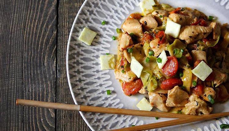 طرز تهیه لینگوئینی کدو سبز (زوکینی) خوشمزه با مرغ