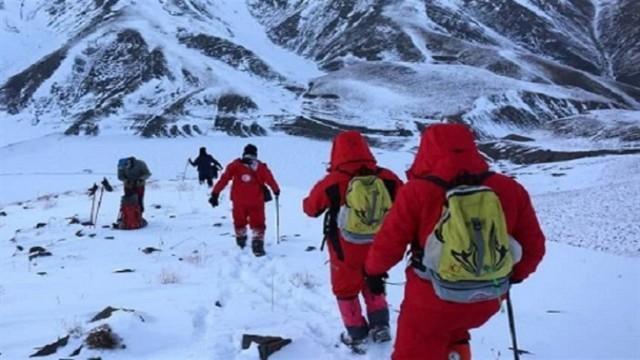 چهارمین روز جستجوی فرد گرفتار در بهمن توسط امدادگران در بینالود