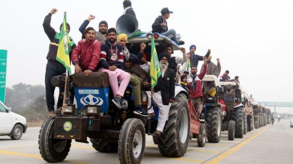 حرکت صدها کشاورز معترض هندی به سمت دهلی